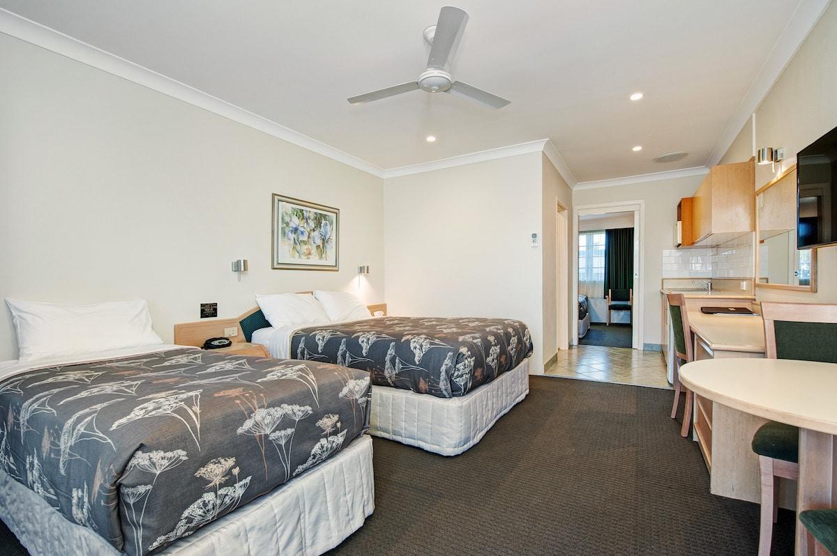 2 Bedroom Family Room (2 Queen & 2 Single Beds)